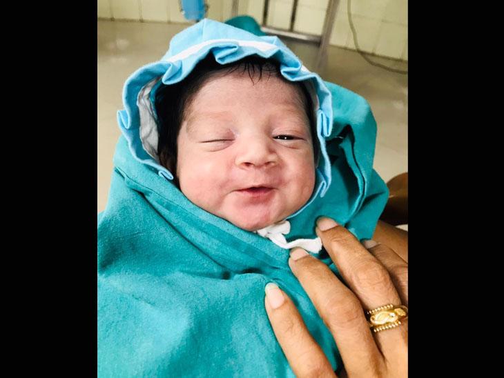 જન્મ આપ્યા બાદ માતાનું કોરોનાથી મોત, 19 દિવસ વેન્ટિલેટર પર રહી બાળક સ્વસ્થ થયો, હવે 'અભય' નામ રખાશે સુરત,Surat - Divya Bhaskar