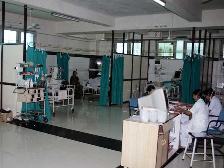 સિવિલમાં 44, સ્મીમેરમાં 25, આઇસોલેશન સેન્ટરોમાં 16 ખાનગી ડોક્ટરોએ વિનામુલ્યે સેવા આપી - Divya Bhaskar