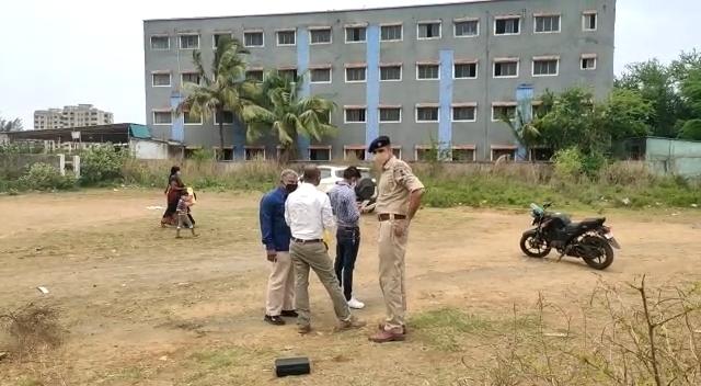 વાપીના કસ્ટમ રોડ પર શ્રમજીવી યુવકની ધોળે દિવસે હત્યા, અજાણ્યા શખ્સો હત્યા નિપજાવી ફરાર|વલસાડ,Valsad - Divya Bhaskar