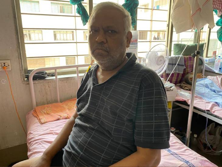 વિલાસ આંબેડકર ખાનગી વિમા કંપનીમાં મદદનીશ ડિવિઝનલ મેનેજર