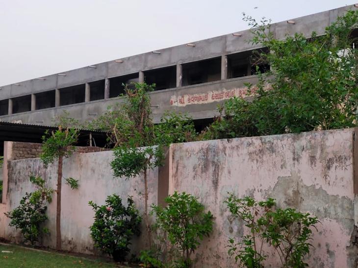 બાવળાની 13 સ્કૂલ, 6 કોવિડ, 14 નોન કોવિડ હોસ્પિટલ પાસે ફાયર N0C નથી|બાવળા,Bavla - Divya Bhaskar