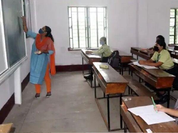 AMC સ્કૂલ બોર્ડના શિક્ષકોની માંગણી, કોવિડ ડ્યૂટીમાંથી મુક્ત કરી બાકી રહેલું 2.50 કરોડનું મહેનતાણું ચૂકવો|અમદાવાદ,Ahmedabad - Divya Bhaskar