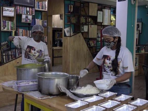 મહામારી દરમિયાન આગ્રાનું શિરોઝ હેંગઆઉટ જરૂરિયાતમંદને ફ્રીમાં ભોજન આપે છે, કેફેનું હેન્ડલિંગ એસિડ સર્વાઇવર મહિલાઓ કરે છે|લાઇફસ્ટાઇલ,Lifestyle - Divya Bhaskar