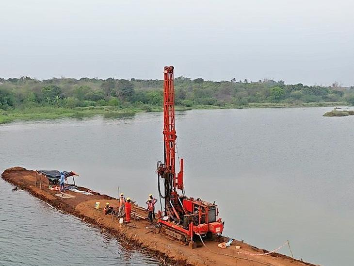 બુલેટ ટ્રેન પ્રોજેક્ટમાં નદીઓ પર બનનારા પુલ માટે દમણગંગામાં સોઇલ ટેસ્ટિંગ કરાયું|સુરત,Surat - Divya Bhaskar