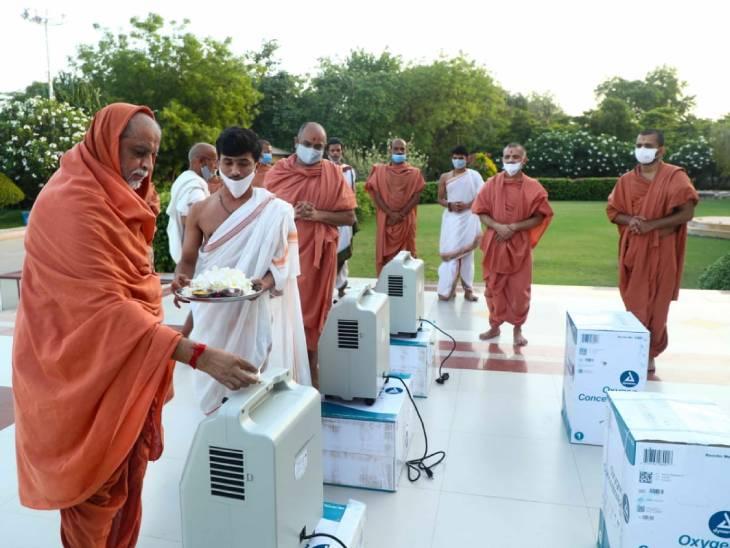 SGVP ગુરુકુલ હોલિસ્ટિક હોસ્પિટલને અમેરિકામાં વસતા હરિભક્તો દ્વારા 35 ઓક્સિજન કોન્સન્ટ્રેટર મશીન દાન કરાયા|અમદાવાદ,Ahmedabad - Divya Bhaskar