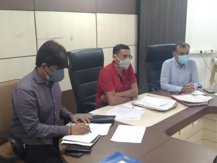 AMCના રોડ હોય કે ડ્રેનેજનું કામ, કોન્ટ્રાક્ટ ધ્રુવી બિલ્ડકોન કંપનીને જ મળે, વોટર કમિટિના 12માંથી 7 ટેન્ડર મંજૂર અમદાવાદ,Ahmedabad - Divya Bhaskar