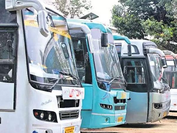 ધંધો ફરી ઠપ થતાં રાજ્યની 16 હજાર ટ્રાવેલ્સ બસમાંથી 70% વેચવા કઢાઈ; હોટલ, રેસ્ટોરાં સહિતના ધંધાઓને 2 હજાર કરોડનું નુકસાન અમદાવાદ,Ahmedabad - Divya Bhaskar