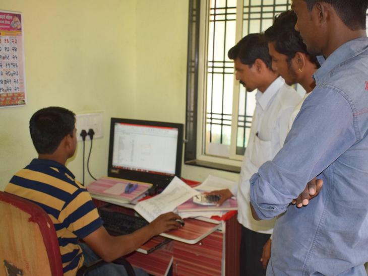 18થી 44ની વયના નાગરિકોને વેક્સિન રજિસ્ટ્રેશન માટે ગ્રામ પંચાયતના કોમ્પ્યુટર ઓપરેટર મદદ કરશે, ઓપરેટરને એન્ટ્રી દીઠ રૂ.5 મળશે|અમદાવાદ,Ahmedabad - Divya Bhaskar