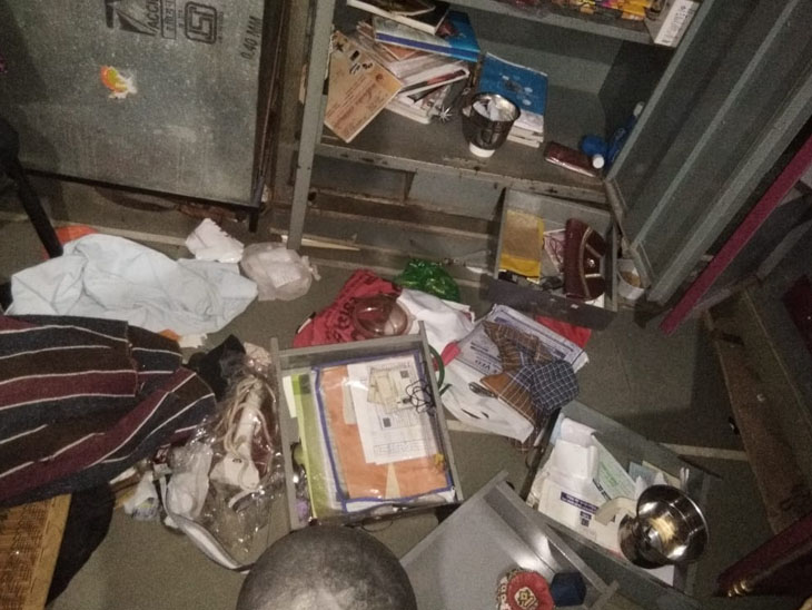 પ્રાંતિયામાં એક જ રાતમાં 3 મકાનમાં તસ્કરી 1 મકાનમાંથી 1.82 લાખની માલમત્તા ચોરાઈ ગાંધીનગર,Gandhinagar - Divya Bhaskar