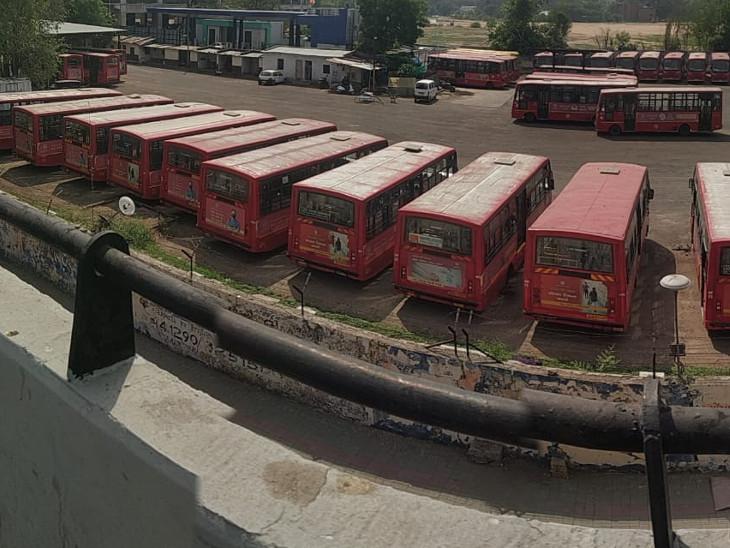 તમે માસ્ક ન પહેરો તો પોલીસ 1 હજાર રૂપિયા દંડ વસૂલ કરે છે, પણ AMTS-BRTSના કર્મચારી માસ્ક ન પહેરે તો માત્ર 200 રૂપિયા દંડ!|અમદાવાદ,Ahmedabad - Divya Bhaskar