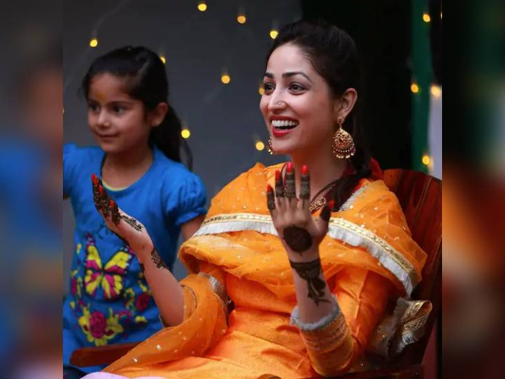 મહેંદી સેરેમનીમાં યેલ્લો આઉટફિટમાં યામી ગૌતમ ખુશખુશાલ દેખાઈ, જુઓ મેરેજના ઇનસાઇડ ફોટોઝ બોલિવૂડ,Bollywood - Divya Bhaskar
