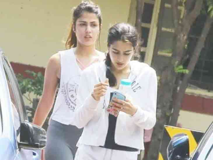 રિયા ચક્રવર્તીએ કહ્યું, હું અને સારા અલી ખાન સાથે ગાંજો ફૂંકતાં હતાં|બોલિવૂડ,Bollywood - Divya Bhaskar