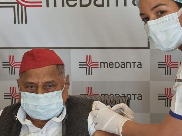 દિકરા વિરોધ છતાં 82 વર્ષના મુલાયમ સિંહે લીધી કોરોના વેક્સિન, સરકારે કહ્યું- હવે અખિલેશ માફી માંગે|ઈન્ડિયા,National - Divya Bhaskar