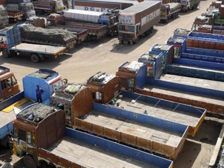 કાપડ ઉદ્યોગમાં મંદી હોવાથી ટ્રાન્સપોર્ટ ઇન્ડસ્ટ્રીને 2 હજાર કરોડનું નુકસાન|સુરત,Surat - Divya Bhaskar