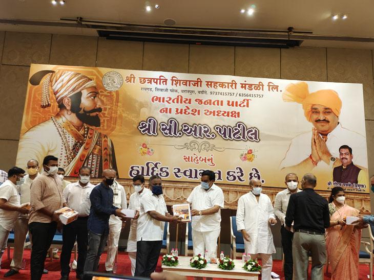 BJP મહિલા મોરચાના કેમ્પમાં માત્ર 11 બોટલ, ગૌરક્ષા સમિતિના કેમ્પમાં 81 બોટલ લોહી મળ્યું|વડોદરા,Vadodara - Divya Bhaskar