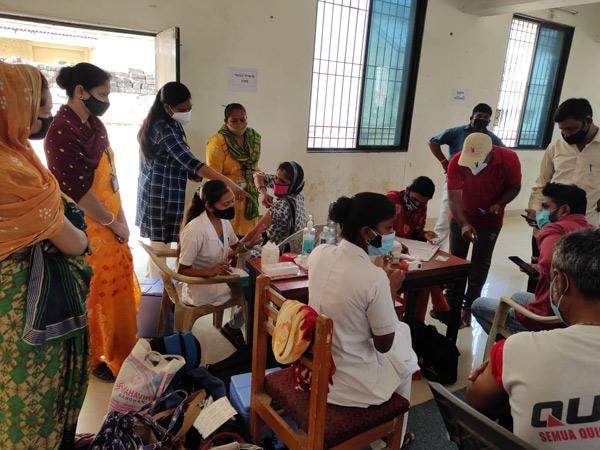 જામનગરમાં 2 દિવસમાં 12,000ના લક્ષ્યાંકની સામે 6,917 લોકોએ વેક્સિન લીધી જામનગર,Jamnagar - Divya Bhaskar