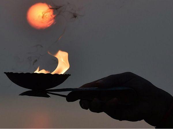 10 જૂનના રોજ વૈશાખ મહિનાની અમાસ, આ દિવસે સ્નાન અને દાન કરવાથી પિતૃઓ તૃપ્ત થાય છે|ધર્મ,Dharm - Divya Bhaskar