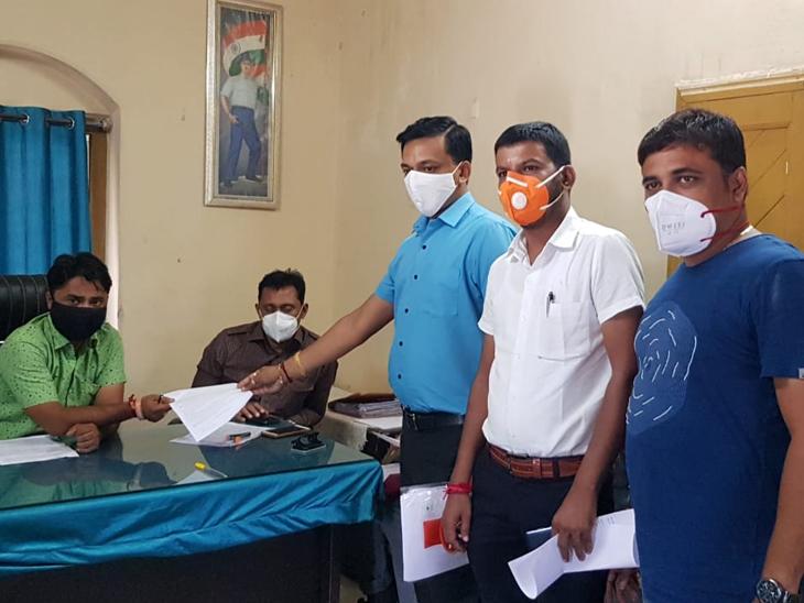 પાદરામાં સફાઈ વેરો નહીં વધારવા માટે જાગૃત નાગરિકોની રજૂઆત પાદરા,Padra - Divya Bhaskar