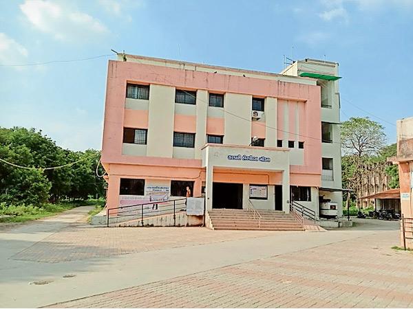 ગોંડલની સિવિલમાં કોરોના પોઝિટિવ એક જ છતાં સામાન્ય દર્દીને દાખલ થવા પર રોક|ગોંડલ,Gondal - Divya Bhaskar