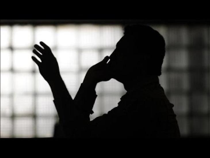 અમરેલીમાં પેટ્રોલપંપ સંચાલકને ફોન કરી એક શખ્સે કહ્યું-'અમરેલીનો બાપ છત્રપાલ બોલું છું, પંપ ચલાવવો હોય તો 10 લાખ આપવા પડશે' અમરેલી,Amreli - Divya Bhaskar