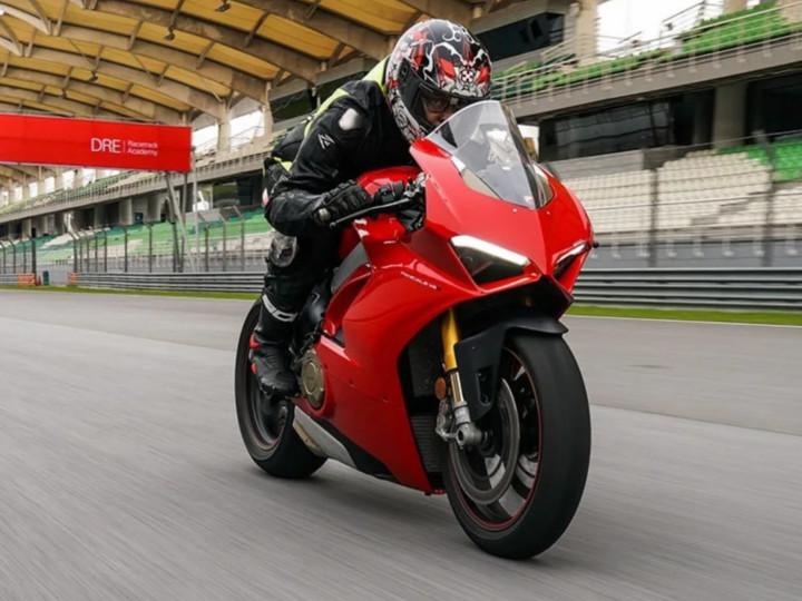 Ducatiની સ્પોર્ટ્સ બાઇક Panigale V4 ભારતમાં લોન્ચ થઈ, કિંમત 23.50 લાખ રૂપિયા|ઓટોમોબાઈલ,Automobile - Divya Bhaskar