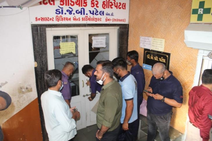 શહેરમાં શૈક્ષણિક સંકૂલો બાદ ખાનગી હોસ્પિટલો પર તવાઈ બોલાવતુ ફાયરબ્રિગેડ,13 ખાનગી હોસ્પિટલને સીલ માર્યા ભાવનગર,Bhavnagar - Divya Bhaskar