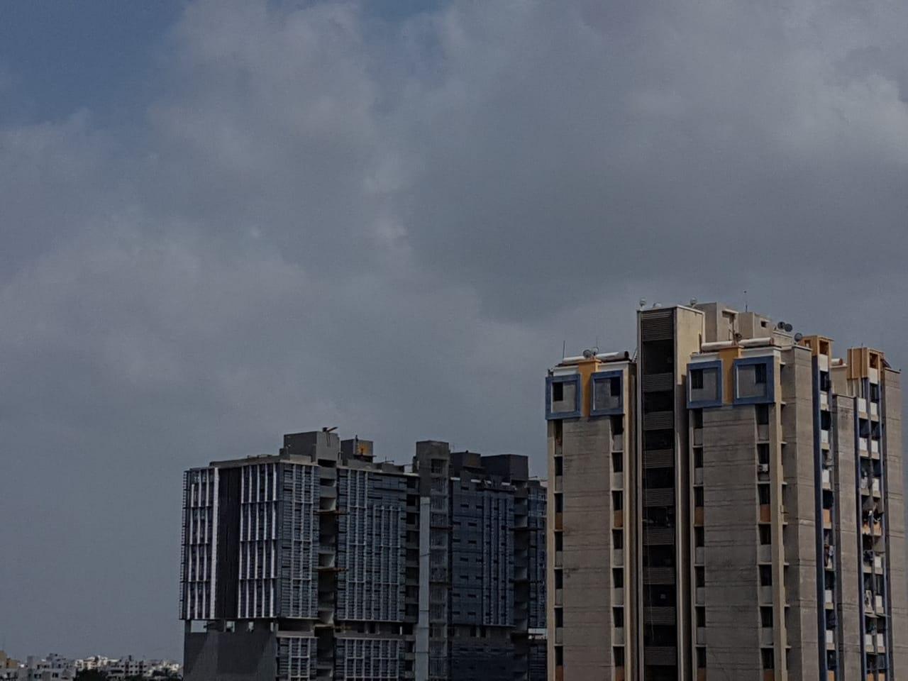 રાજકોટના વાતાવરણમાં પલ્ટો, સવારથી જ વાદળછાયું વાતાવરણ, વરસાદ પડે તેવી સંભાવના|રાજકોટ,Rajkot - Divya Bhaskar
