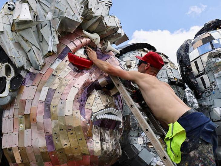 તમે 'માઉન્ટ રિસાયકલમોર' જોયો છે?: હાલત એવી થઈ કે સિંહ બની ગયો 'બિલાડી'; ટ્રેન રોડ પર આવી ગઈ કે શું? વર્લ્ડ,International - Divya Bhaskar