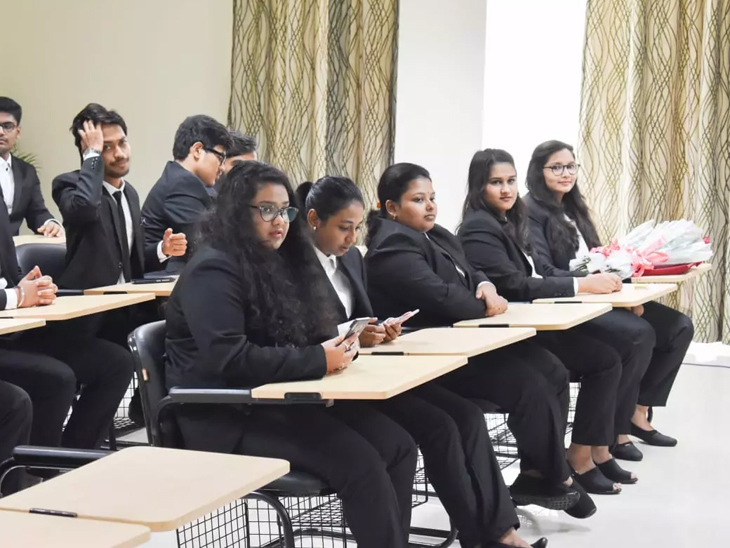 LLBના વિદ્યાર્થીઓને નહીં મળે માસ પ્રમોશન, ઓનલાઈન કે ઓફલાઈન પરીક્ષા અંગે જે તે યુનિવર્સિટીઓ નિર્ણય કરશે|અમદાવાદ,Ahmedabad - Divya Bhaskar