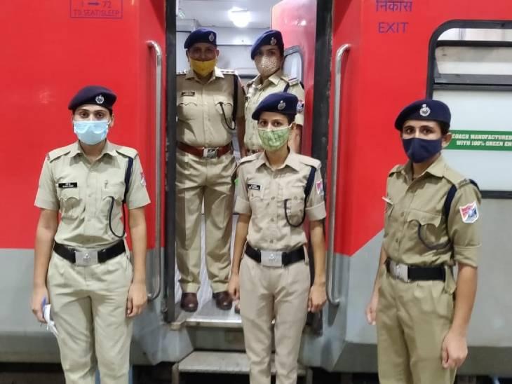 મહિલા મુસાફરોની સુરક્ષા મુદ્દે પશ્ચિમ રેલવે દ્વારા લાંબા અંતરની 90 ટ્રેનોમાં RPF સ્કોટ કર્મીઓ તહેનાત કરાયા|અમદાવાદ,Ahmedabad - Divya Bhaskar