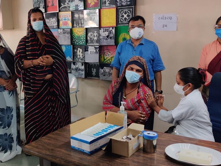 રાજ્યમાં પ્રથમ વખત રાજકોટમાં કિન્નરો માટે રસીકરણ યોજાયું, 68 કિન્નરોએ રસી લીધી|રાજકોટ,Rajkot - Divya Bhaskar