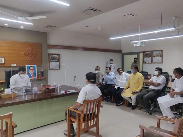 વિદેશ અભ્યાસ માટે જતા અનુસૂચિત જાતિ ના વિદ્યાર્થીઓના હિતમાં રજૂઆત વિરમગામ,Viramgam - Divya Bhaskar