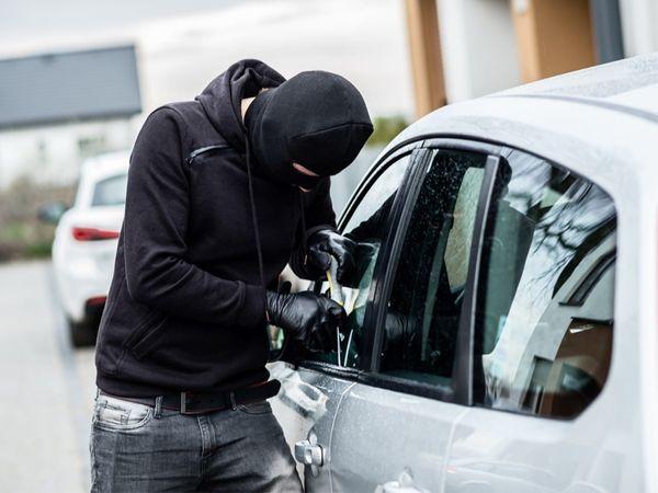 વ્હીલ લોકથી લઇને સ્ટિયરિંગ લોક અને ગિયર લોક સહિત 10 એક્સેસરીઝ ગાડીમાં લગાવી લો, ચોર ગાડીને એક ઇંચ પણ આગળ નહીં લઈ જઈ શકે|ઓટોમોબાઈલ,Automobile - Divya Bhaskar