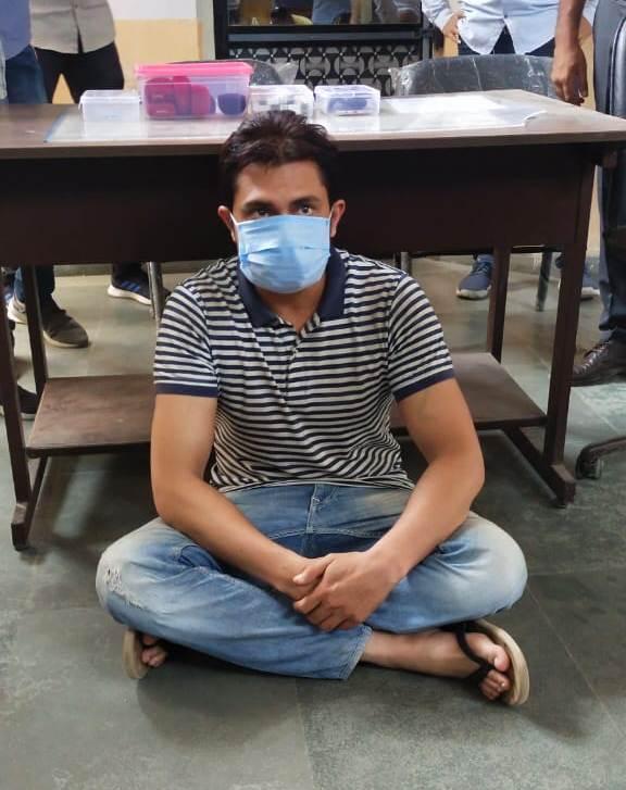 આરોપી ભેજાબાજ ઠગ - Divya Bhaskar