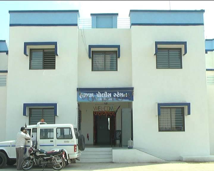 હળવદના નવી જોગડમાં ધમધમતા જુગાર ધામ પર પોલીસ ત્રાટકી, આઠ ઝડપાયા - Divya Bhaskar
