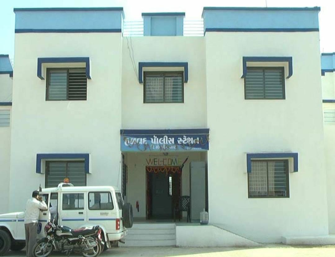 હળવદના ચરાડવાની પ્રાથમિક શાળાની ઓફિસમાં ચોરી. LED સહિત કુલ રૂ. રૂ. 22 હજારનો મુદ્દામાલ લઇ તસ્કરો ફરાર - Divya Bhaskar