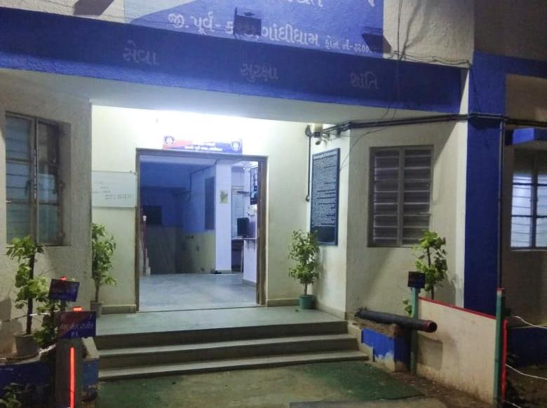 રાપરના ફતેહગઢ ગામે જાહેરમાર્ગ પર સગીરાની છેડતી કર્યાની પોલીસ ફરિયાદ નોંધાઇ ભુજ,Bhuj - Divya Bhaskar