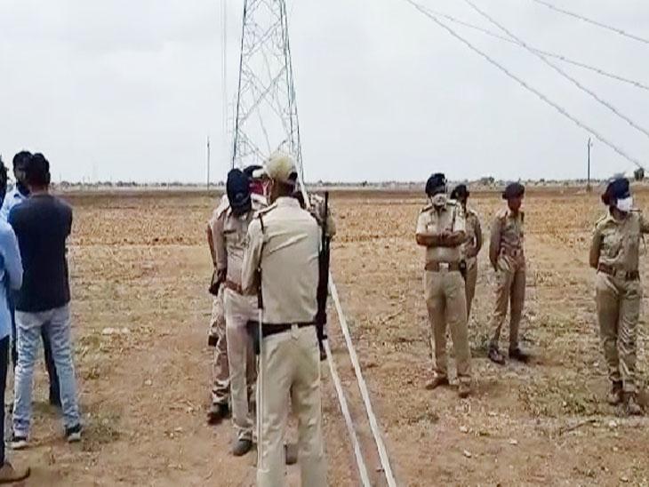 હળવદથી સડલા જતાવીજપોલનો ખેડૂતો દ્વારાવિરોધ થતાં પોલીસે આવતા મામલો શાંત પડ્યો. - Divya Bhaskar