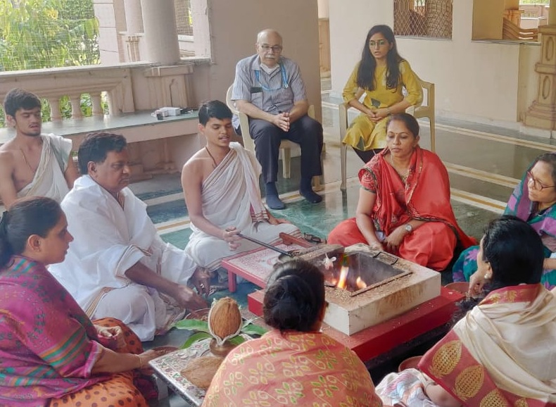 SGVPમાં સવાર સાંજ યજ્ઞનું આયોજન - Divya Bhaskar