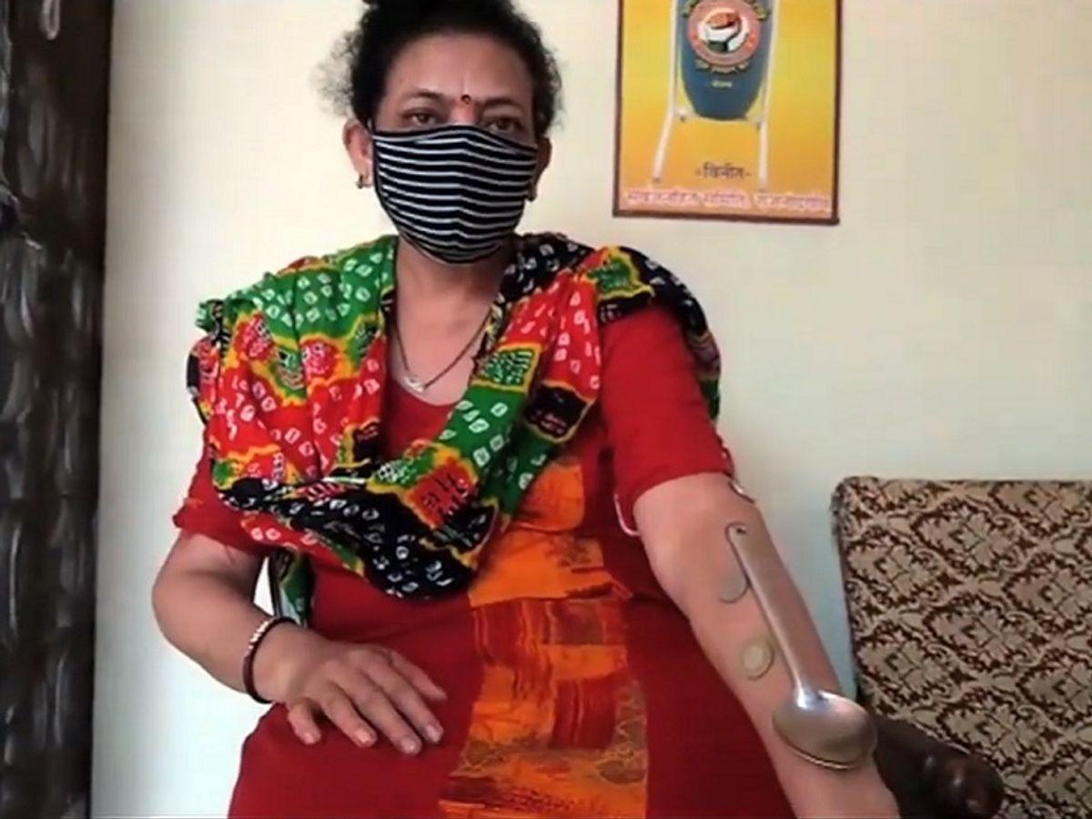 વેક્સિનેશન બાદ ચુંબકની માફક કામ કરી રહ્યું છે શરીર; સિક્કા અને સ્ટીલના વાસણો ચોંટી જાય છે, હાથ હલાવવાથી પણ ઉખડતા નથી|ઈન્ડિયા,National - Divya Bhaskar