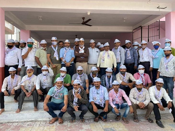 કેજરીવાલના ગુજરાત પ્રવાસ પહેલા ભાજપના 60થી વધુ કાર્યકર્તાઓ આપમાં જોડાયા, 6 દિવસમાં 360થી વધુએ પક્ષ છોડ્યો સુરત,Surat - Divya Bhaskar