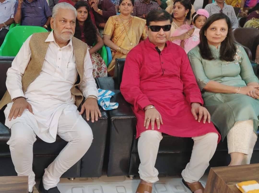 અનોખી પ્રેમ કહાનીથી શાહરૂખ ખાને પણ અત્યંત પ્રભાવિત થઇને આ અનોખી જોડીની મુલાકાત લીધી હતી