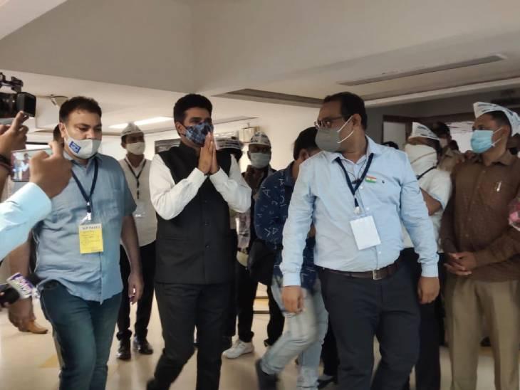 હવે ગુજરાતમાં ઇતિહાસ બદલવા જઈ રહ્યો છે. રાજનીતિની ગંદકી દૂર કરીશું.