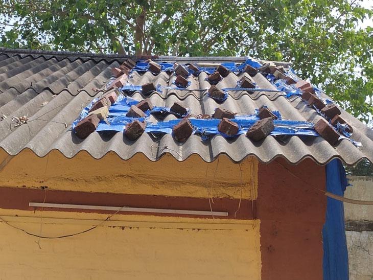 વેલાછા PHC જર્જરિત બનતાં 16 ગામની પ્રજાને હાલાકી કોસંબા,Kosamba - Divya Bhaskar