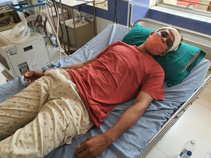 પોલીસને બાતમી આપવાની શંકા રાખી યુવક પર હુમલો કરતાં સારવાર હેઠળ ખસેડાયો હતો. - Divya Bhaskar