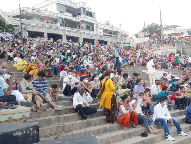 ગંગા દરશહરના પર્વ પર સેંકડો લોકો નર્મદા કિનારે ભેગા થયા - Divya Bhaskar