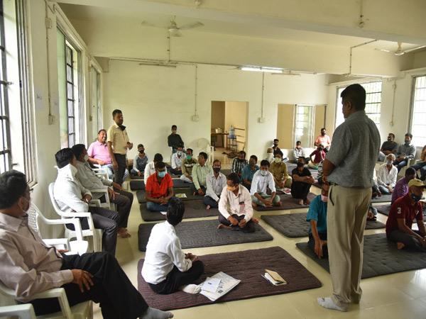 વાલોડ તાલુકાના મુખ્ય મથકે ખેડૂતોની બેઠક યોજાઇ. - Divya Bhaskar