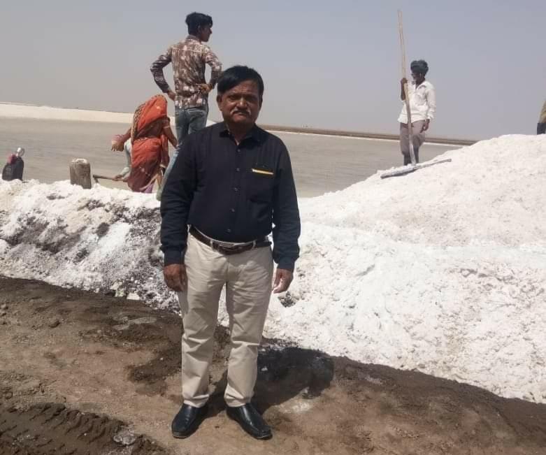 રણમાં મીઠું પકવતા અગરિયાઓના સોલાર સિસ્ટમને થયેલા નુકશાનનું વળતર આપવા રજૂઆત - Divya Bhaskar