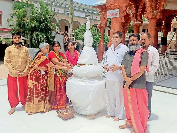 શુક્લ પરિવારનું સન્માન. - Divya Bhaskar