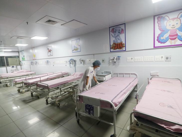 અમદાવાદ સિવિલ હોસ્પિટલોમાં બાળકો માટેના  300 બેડના વોર્ડની દીવાલો કાર્ટૂનથી સુશોભિત કરાઈ હતી. - Divya Bhaskar